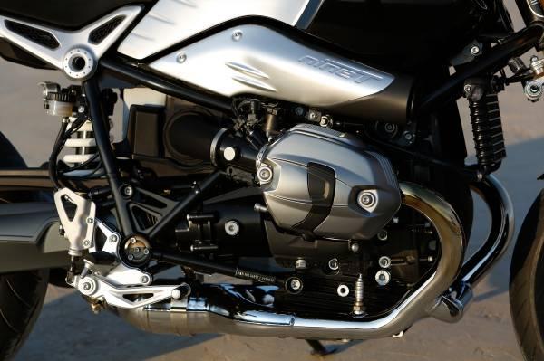 2015-BMW-R-nineT-06